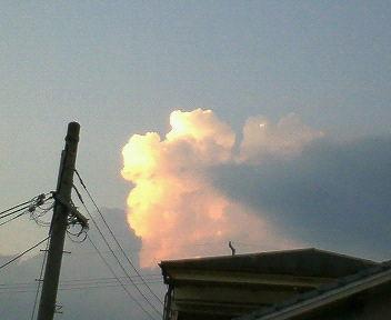 なんか真っ赤な入道雲